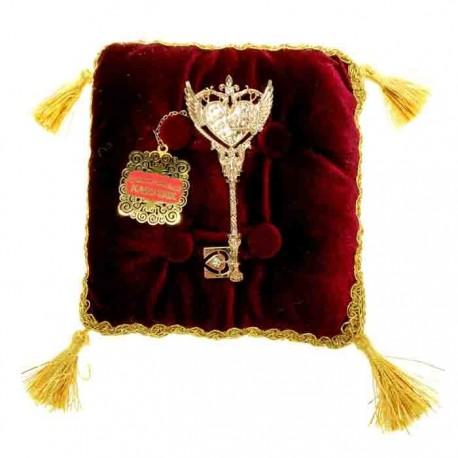 Золотой ключик сувенирный на подушке ,Ключ от сердца,
