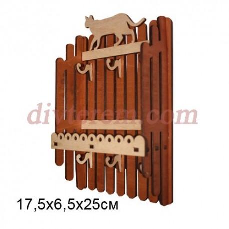 Ключница резная деревянная Заборчик с Кошкой 17,5х6,5х25см