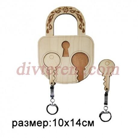Ключница резная деревянная Замок и ключики 10х14см