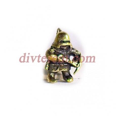 Фигурка,амулет,Воин с арбалетом  ,28-18-11  мм,Бронза